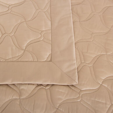 Girandole Embroidered Light Quilt