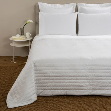 Imperial Light Quilt White image