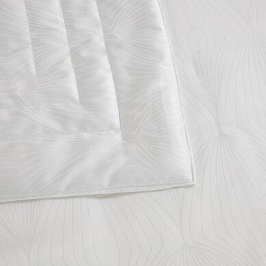 Imperial Light Quilt White hover image