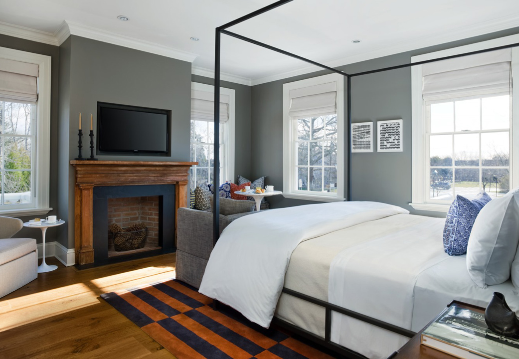 Guest bedroom at Topping Rose House